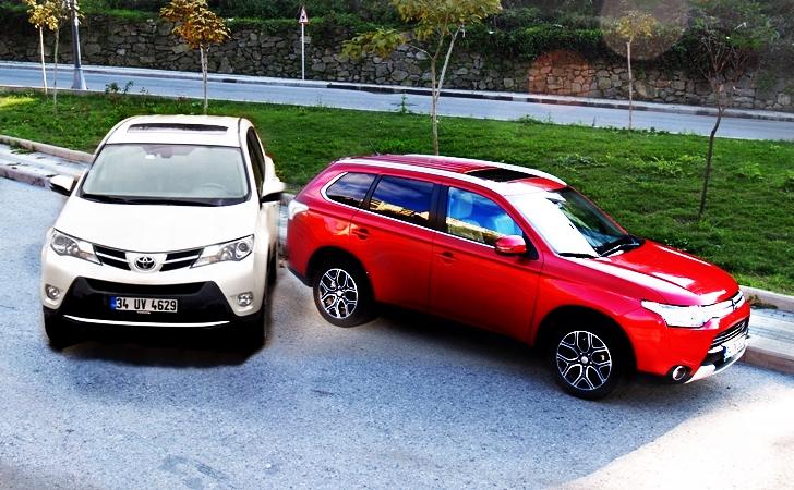 Mitsubishi Outlander ve Toyota RAV4