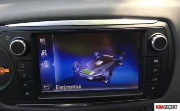 ToyotaYarisHybrid002