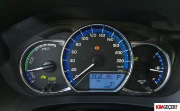 ToyotaYarisHybrid005