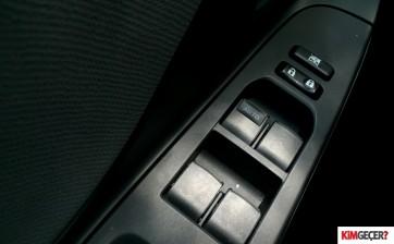 ToyotaYarisHybrid010