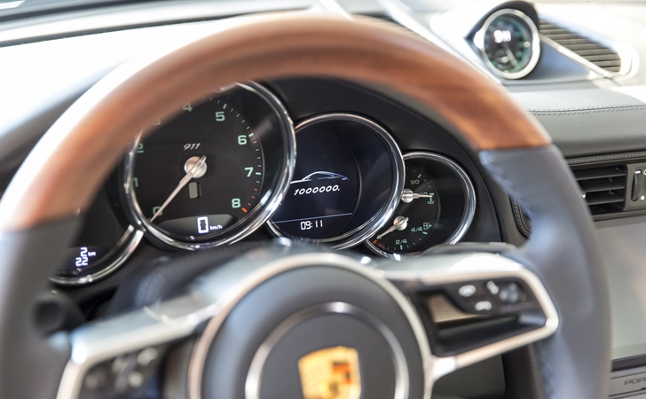 Porsche 911 milyoner oldu